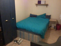 Nice sized room in Whitechapel. Half a minute walk station and 10 min Liverpool Street and City