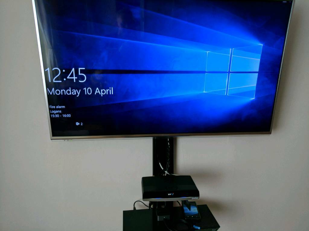 Microsoft Lumia 950 with amazing accessoriesin Motherwell, North LanarkshireGumtree - STRAIGHT SWAP ONLYDual sim Lumia 950 boxed as newBoth sims unlockedMicrosoft Display Dock boxed as newMicrosoft Wireless Keyboard boxed as newExtra Mozo boxed leather back coverSit on the sofa and transmit your phone to your TVSwap for Moto Z on EE...