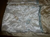 Excellent used condition king sized cream& blue silk effect fronted duvet cover & 2 x pillow cases
