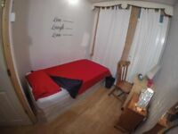 SINGLE with OWN BALCONY available now in Mile End!!! ALL BILLS INCLUDED!!