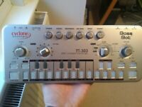 Cyclone Bass Bot TT303 (Roland TB303)