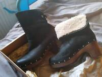 New ugg boots size 6