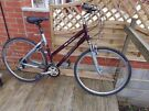 Solid Aluminium Ladies Giant Comfort Hybrid/Mountain Cycle in excellent condition, front suspension