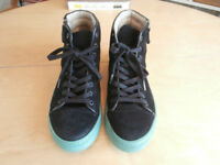 Trainers - Mens Trainers - Hi Top Trainers - Converse Trainers - Size 9