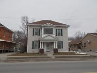 1 bedroom upper floor apartment in Aylmer .  Available April 1st