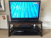 WOOD / GLASS TV STAND
