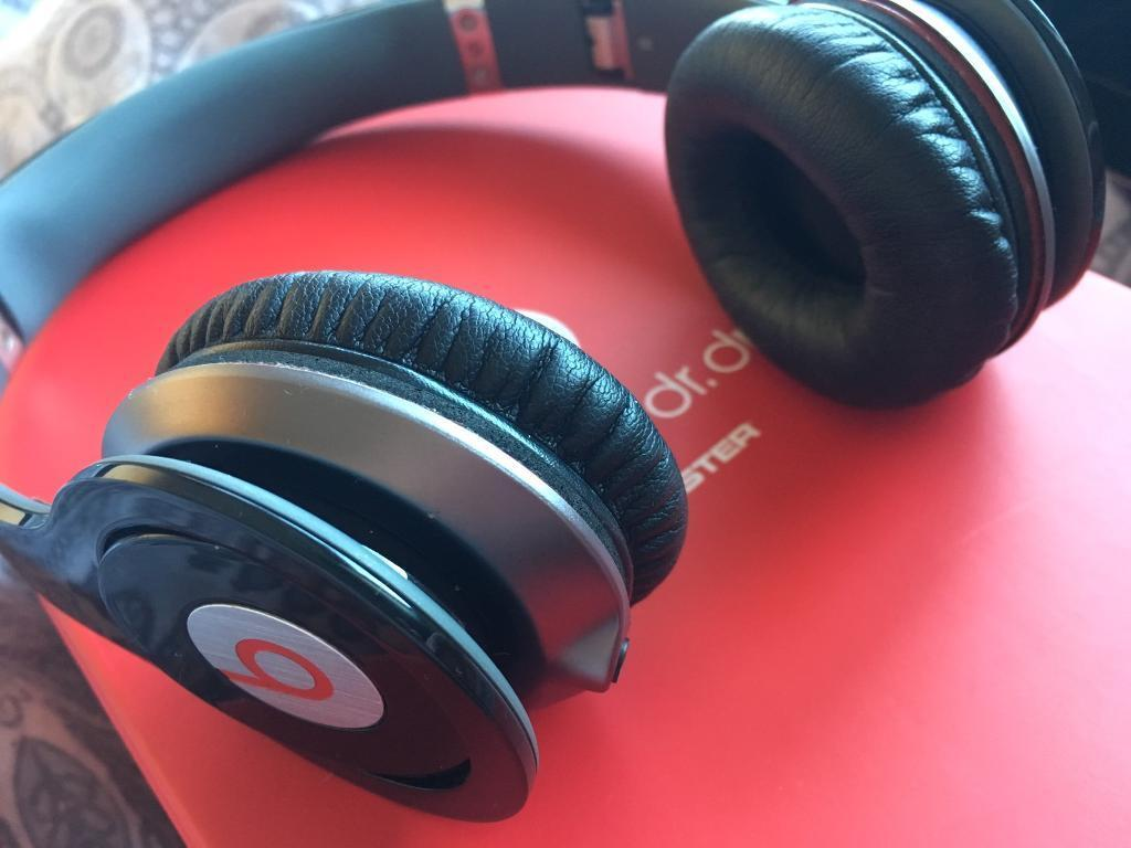 Black dr.dre beats headphones solo HDin South East London, LondonGumtree - Dr.dre beats headphones solo HDExcellent conditionComes with the original box and a cleaning cloth thats never been used also comes with all the booklets and lead
