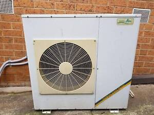 Vulcan 5310072 heater  and Uni air aircon ACD10C1H ducted unit Vermont South Whitehorse Area Preview