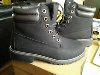Fashion boots in black size 5 new