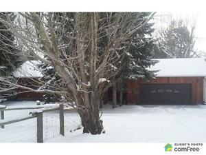 $725,000 - Acreage / Hobby Farm / Ranch in Parkland County