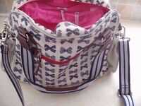yummy mummy changing bag,VERY GOOD CONDITION, Changing mat and wet bag from pet and smoke free house