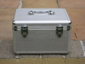 Attractive Silver Coloured Ribbed Plastic Hard Shell Jewelry/Make-Up Box