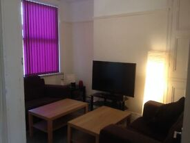 Double Bedroom in Re-decorated 4 Bed House £60pw - CLEANED FORTNIGHTLY