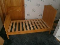 Cot / Bed with pine effect
