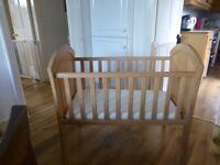 Mama's & Papas Solid Wooden Crib