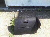 GOLF MARK 4 GLOVE BOX