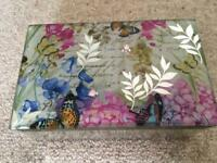 Mirrored jewellery/trinket box