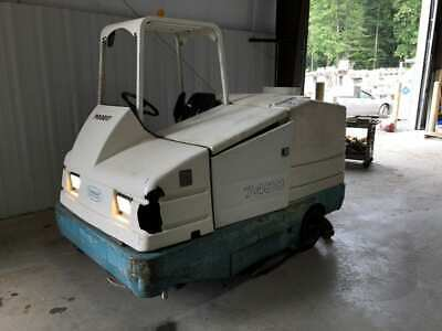 Tennant 7400 Propane-powered 45 Ride-on Floor Cleanersweeper W 70 Gallon Tank