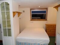 ENSUITE HUGE ROOM WITH 2 DBL BEDS AND PRIVATE BATHROOM IN STRATFORD. JANSON RD