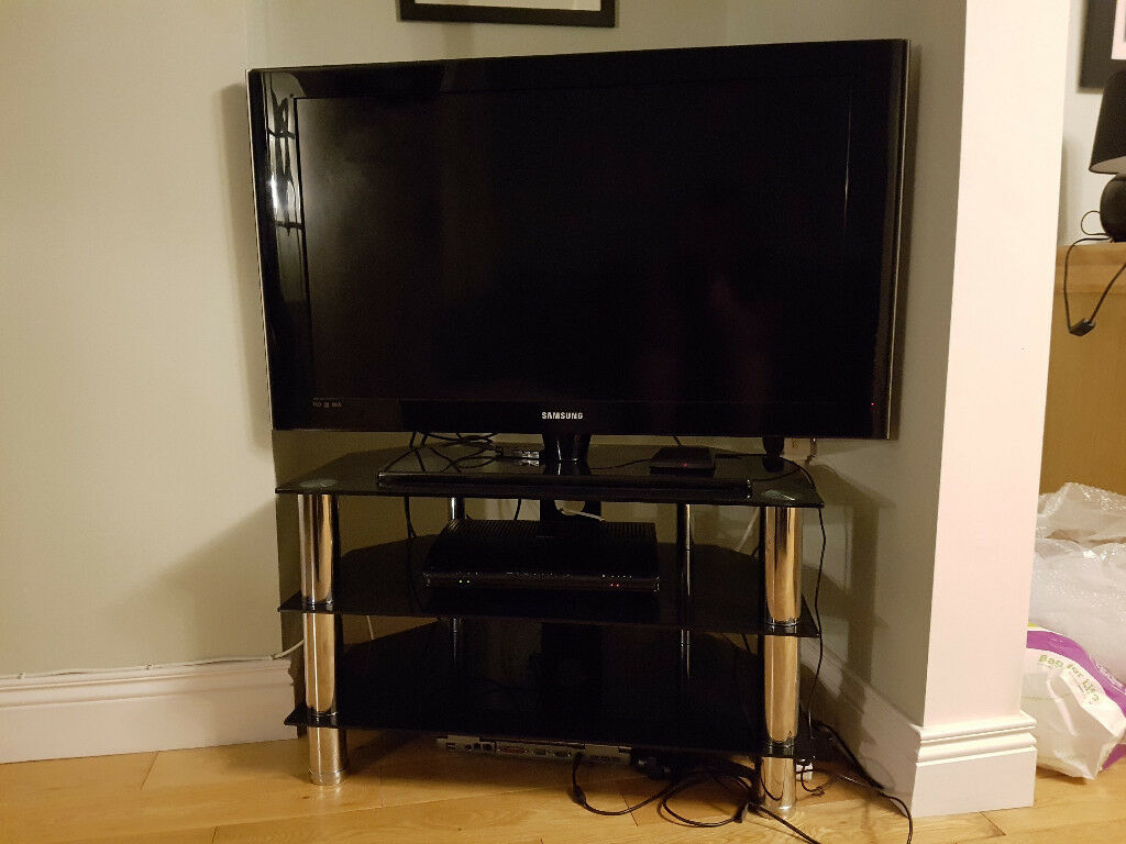 """37"""" Samsung LE37A556P1F Full HD LCD TV With Stand"""