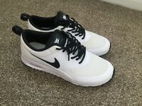 Black & White Air Max Thea's - Size 5