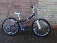 Girls Black TREK MT220, 21 gears, adjustable pedal and handlebars, excellent condition