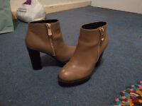 River Island Grey/Brown heeled boots