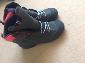 Oregon waterproof chainsaw boots size 11 (brand new)