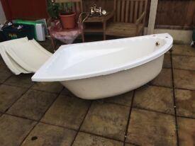 Corner bath good condition free to collect