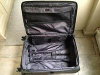 Large 4-wheel suitcase
