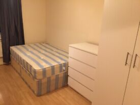 017O – FULHAM - DOUBLE STUDIO FLAT,SINGLE PERSON, FURNISHED, BILLS INCLUDED - £200 PER WEEK