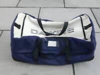 DaKine Split Roller 110 Ski / Snowboard Bag