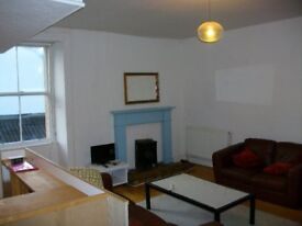 Bright and spacious one bedroomed flat next to Hollyrood Park. £650 per month plus bills