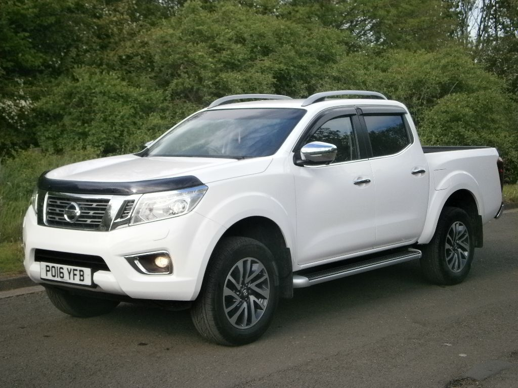 2016 16 nissan np300 navara tekna double cab 4x4 pick up truck top spec immaculate finance. Black Bedroom Furniture Sets. Home Design Ideas