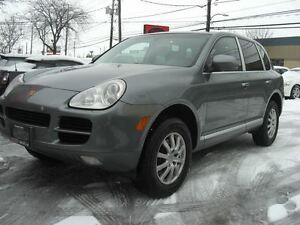 2006 Porsche Cayenne V6 4WD * Sunroof & Leather*