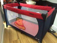 Hauck Dream N'Play Disney Winnie the Pooh travel cot / play pen