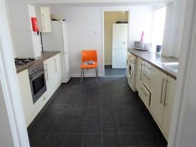 **RECENTLY REFURBISHED DOUBLE ROOM WITH LOW DEPOSIT – NEWLAND AVENUE**