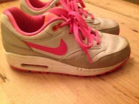 Nike air max pink size 4
