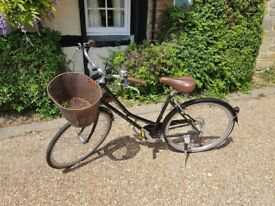 Dawes Duchess bicycle. Barely used, in good working condition. Has some minor bodywork scratches.