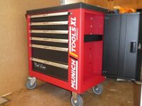 Munich redline tool chest with tools