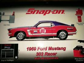 Snap-On 1969 Ford Mustang 1:24 scale model with accessories