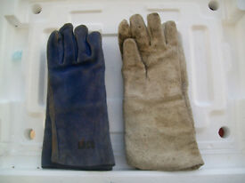 2 pairs of welding gloves