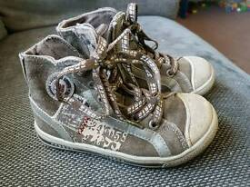 Bobbi shoes kids size 9