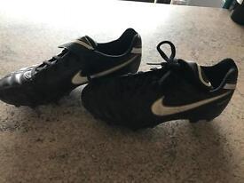 Boys size 4 Nike football boots