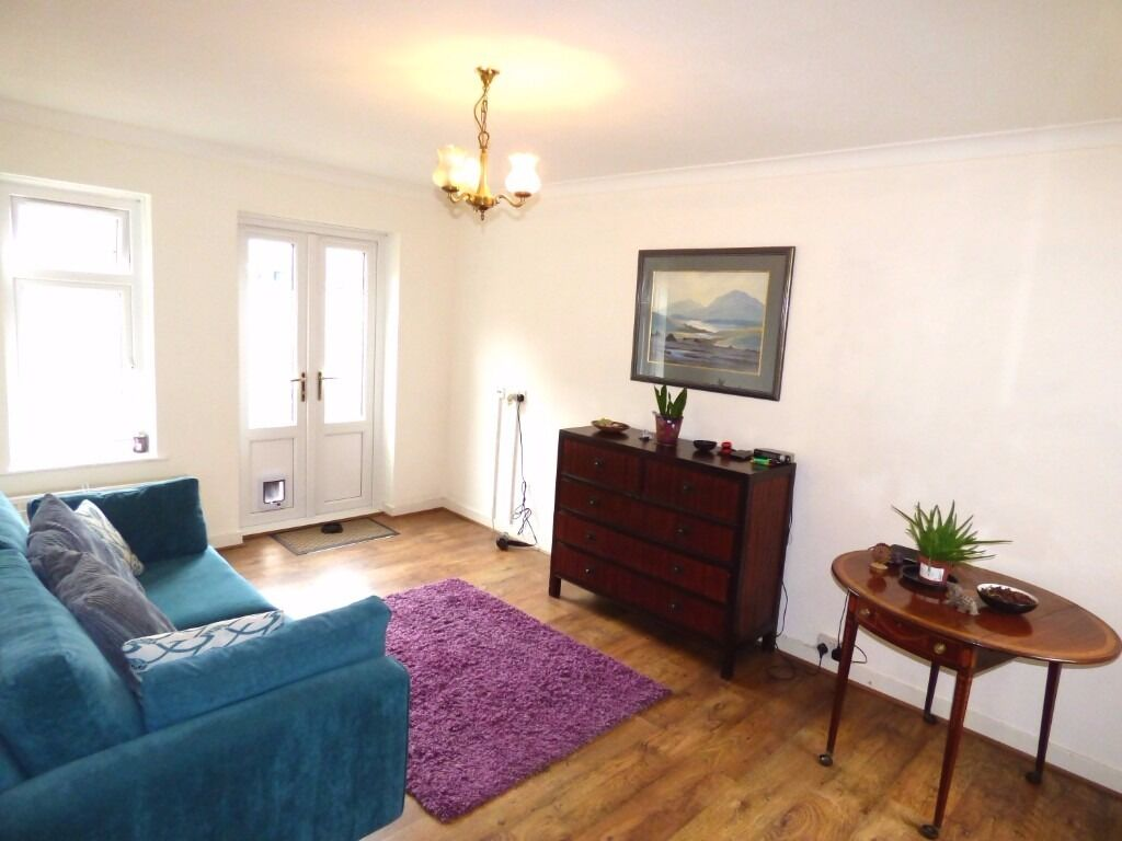 Garden one double bedroom maisonette with private garden and allocated parking space situated close