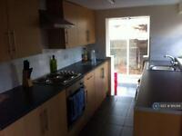 3 bedroom house in Queensway, Leamington, CV31 (3 bed)