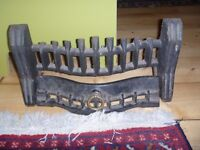 Cast iron bar for fireplace