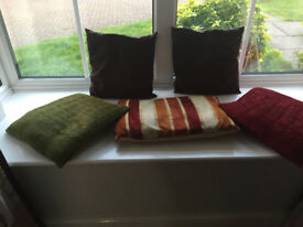 5 Cushions, brown, green and red.