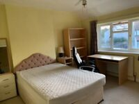 Spacious and quiet double room to let all inc