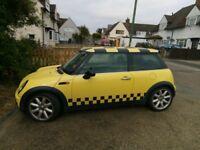 Mini Cooper 2002 in yellow